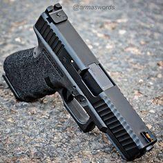 Manufacturer: Glock Mod. G19 Custom @zevtech Type - Tipo: Pistol Caliber - Calibre: 9 mm Capacity - Capacidade: 15 Rounds Barrel length - Comp.Cano: 4 Weight - Peso: 595 g @glockinc...