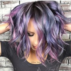 Metallic silver / lilac hair More