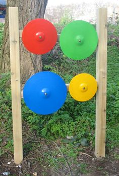 Sensory Garden Musical Instruments - DIY with old pot lids Backyard Playground, Playground Ideas, Music Garden, Creative Arts Therapy, Sensory Wall, Sensory Garden, Outdoor Classroom, Outdoor Learning, Music Wall