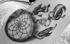 As tatuagens de Filtro dos Sonhos servem para quem busca proteção, deixando só que boas energias e bons sonhos cheguem.