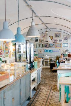 Pure Living Bakery, Cafe in Wien aus den Sugar Girls, Pomponetti Vintage Cafe, Vintage Shops, Bakery Shop Design, Font Design, Cafe Racing, Bakery Cafe, Boutique Design, Shop Interiors, Coffee Shop