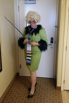66 DIY Harry Potter Halloween Costumes For the Wizards at Heart Harry Potter Costume Women, Harry Potter Fancy Dress, Female Harry Potter, Harry Potter Halloween Costumes, Harry Potter Props, Comic Con Costumes, Harry Potter Cosplay, Halloween Cosplay, Diy Costumes