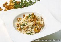 Eierschwammerl Rezepte | Pfifferling Rezepte - die besten Rezepte mit… Fried Rice, Fries, Ethnic Recipes, Food, Food Food, Meal, Essen, Hoods, Nasi Goreng