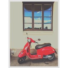 What's more #inspiring than a #red #vespa #scooter on a #gorgeous #Oslo day?! #bluesky #sunny #summer #Norway #TheWayWeMigrate #migration #MigrationMadeEasy #motorcycle #vintage #挪威 #奧斯陸 #藍天 #晴天 #紅色 #偉士牌 #機車 #古董 #旅行 #北歐