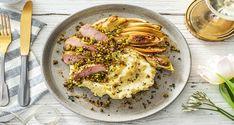 Ontdek ons heerlijke recept voor varkenshaas met pistache-tijmkorst. Eet smakelijk! Celerie Rave, Filets, Grill Pan, Hummus, Grilling, Dinner Recipes, Food And Drink, Healthy Eating, Fresh