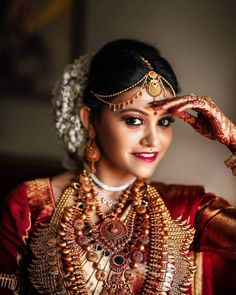 South Indian Bridal Trends You Need to Bookmark Now - Trend Hair Makeup And Outfit 2019 South Indian Bridal Jewellery, Indian Bridal Sarees, South Indian Weddings, Indian Jewellery Design, South Indian Bride, Kerala Bride, Hindu Bride, Bridal Hair Accessories, Wedding Jewelry