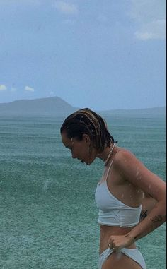 🦋 The first rain of your beach trip Summer Girls, Summer Time, Summer Rain, Photo Summer, Ideas For Instagram Photos, Bikini Modells, Summer Aesthetic, Travel Aesthetic, Oui Oui