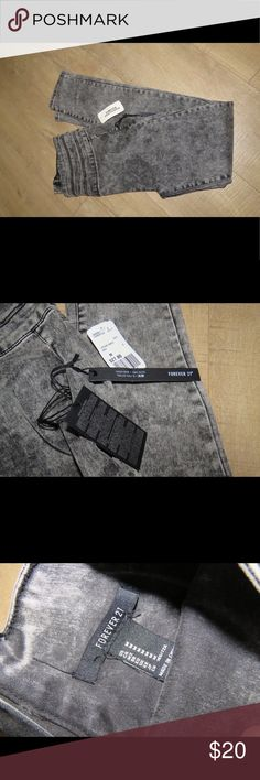 NWT F21 Skinny Jeans Size medium jeans. NWT. Originally $27.80. Zipper on back. Forever 21 Pants Skinny