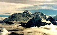 Mount EVEREST , Nepal view.  (Author: Robert Panadès)
