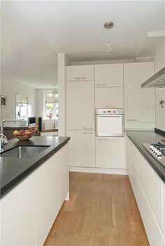 Verkocht: Perseusstraat 51 2024 VX Haarlem - Foto's [funda] Open Kitchen Inspiration, Stereo Cabinet, Kitchen Upgrades, House Inside, Interior Design Kitchen, Home Kitchens, Sweet Home, Kitchen Cabinets, House Styles