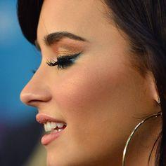 Gold + Blue eye makeup look - Demi Lovato  #makeup