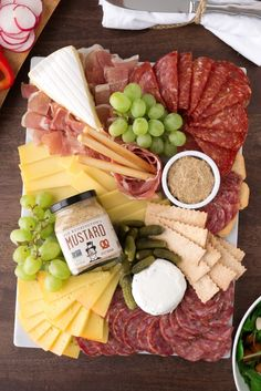 Sir Kensington's Entertaining Tips - - The holidays are finally here and we are excited to share a few of our tips to take the stress out of entertaining and bring the focus back to what the holidays (and food!) are really about- bringing…. Plateau Charcuterie, Charcuterie Plate, Charcuterie And Cheese Board, Antipasto Platter, Cheese Boards, Party Food Platters, Party Trays, Meat And Cheese, Meat Cheese Platters