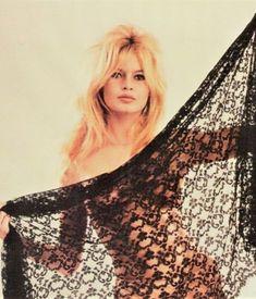Brigitte Bardot iconic French actress photographed by Sam Lévin in Bridget Bardot, Brigitte Bardot, Most Beautiful Women, Beautiful People, Glamour, French Actress, Raquel Welch, The Bikini, Look At You