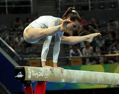 Lia Parolari - now THAT is what I call a straddle hold!