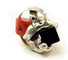 Bague en argent, corail et pierres d'onyx Cufflinks, Personalized Items, Walking, Switzerland, Coral, Stones, Handicraft, Accessories, Bijoux