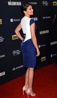 Lauren Cohan booty in a blue and white dress on the red carpet