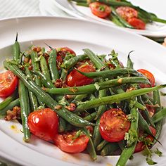 Weight Watchers Roasted Green Beans and Tomatoes Recipe with Basil, and Garlic - 10 Minute Prep Time - 1 WW Point Side Dish Recipes, Vegetable Recipes, Vegetarian Recipes, Cooking Recipes, Healthy Recipes, Delicious Recipes, Cocina Light, Roasted Green Beans, Green Beans And Tomatoes