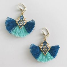 90 likes, 9 comments - 👸🏻 Emmanuelle ( on Insta . Paper Jewelry, Diy Jewelry, Beaded Jewelry, Jewelery, Beaded Necklace, Jewelry Design, Jewelry Making, Beaded Earrings Patterns, Seed Bead Earrings