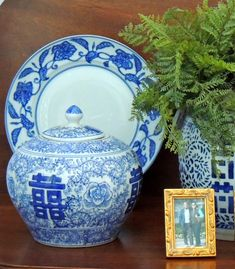 tablescape - Suburban Charm: Blue and White Monday Blue And White China, Love Blue, Southern Style Decor, Navy Blue Bedrooms, Virginia Homes, White Decor, Room Paint, Home Decor Accessories, White Porcelain