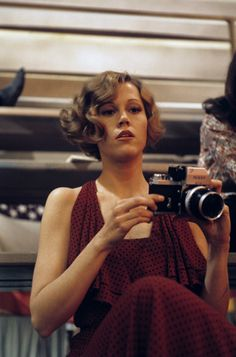 Jane Fonda with a camera during filming for They Shoot Horses, Don't They Jane Seymour, Classic Hollywood, Old Hollywood, Jane Fonda Barbarella, Girls With Cameras, Henry Fonda, Famous Photographers, Retro Hairstyles, Usa