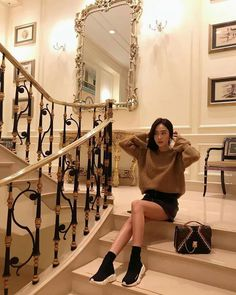 Nadire Atas Street Fashion Around The World [JESSTAGRAM] 171018 jessica.syj: The moment right before a night out✨ Kpop Fashion, Daily Fashion, Korean Fashion, Womens Fashion, Fashion Tips, Fashion Ideas, Ladies Fashion, Street Fashion, Magazine Cosmopolitan