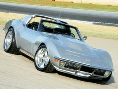 The Corvette Stingray is one of the most popular sports cars of all time. The Stingray goes all the way back to the and is still produced today. 1969 Corvette, Old Corvette, Corvette Summer, Classic Corvette, Chevrolet Corvette Stingray, Us Cars, Sport Cars, Design Retro, Convertible