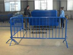 blue Pvc Coated Crowd Control Barriers  www.wiremeshfence.cc  mail:chaoxin@wiremesh-chaoxin.com
