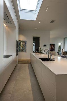 Gitz case - Villa Kitchen Design Small, House, Hidden Kitchen, Farmhouse Kitchen Island, House Inspiration, Modern Kitchen Design, Modern Farmhouse Kitchens, Minimalist Home, Kitchen Design