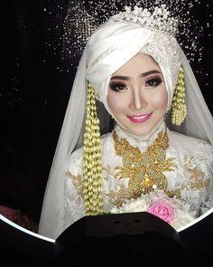 Steps in Planning A Wedding Bridal Hijab, Wedding Hijab, Wedding Poses, Bridal Dresses, Bridesmaid Dresses, Model Kebaya Modern, Queens Wedding, Wedding Consultant, Akad Nikah