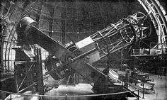 """Na década de 1920, as imagens do Telescópio Hooker em Mt. Wilson mudou fundamentalmente nossa compreensão do cosmos.  O astrônomo Edwin Hubble, usando fotografias que ele tirou com este telescópio, demonstrou que os objectos seus contemporâneos chamavam """"nebulosas espirais"""" eram, na verdade enormes sistemas de estrelas - as galáxias espirais, semelhante à nossa própria galáxia da Via Láctea, mas incrivelmente distantes. #ACPlanetas #CMistériosBlog"""