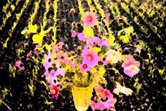 Graag laat ik me inspireren door de lange Nederlandse geschiedenis van stillevens. Ik ben ze steeds meer gaan waarderen en vind het leuk om er mijn eigen draai aan te geven. Koop 'Still life with vase' van Susan Hol voor aan de muur.