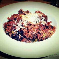 Pieczarki portobello, makaron żytni, por i papryczka chilli - wygląd zwykły, smak epicki! #mushroom #pieczarka #makaron #pasta #food #jedzenie