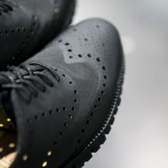 Black on Black: ZerøGrand No Stitch Oxford from Cole Haan available in our stores / Negro sobre negro: Los zapatos ZerøGrand de Cole Haan disponibles en nuestros stores…