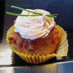 Frühlingszwiebel-Cupcakes mit Räucherlachs-Topping, ein raffiniertes Rezept aus der Kategorie Kuchen. Bewertungen: 24. Durchschnitt: Ø 4,1.