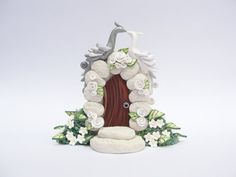 White and silver wedding cake topper 2 peacocks от fizzyclaret