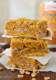 Pumpkin Toffee Gooey Bars | crazyforcrust.com | #pumpkin #toffee