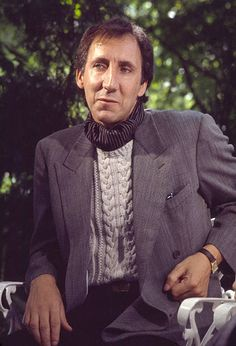 Portrait of British musician Pete Townshend as he poses at the Tavern On The Green restaurant, New York, New York, September Get premium, high resolution news photos at Getty Images The Who Guitarist, Kenney Jones, The Who Live, Tavern On The Green, Club Usa, John Entwistle, Living In Amsterdam, Pete Townshend, Roger Daltrey