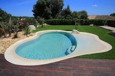 Une plage immergée est un aménagement pour votre piscine en béton armé Diffazur…