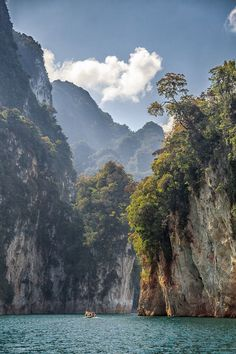 Le parc national de Khao Sok est situé dans la province de Surat Thani au sud de la Thaïlande.