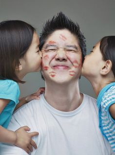 32 Creative Ways To Take Picture With Your Family - This will be my dad in a few years, covered in lipstick kisses!