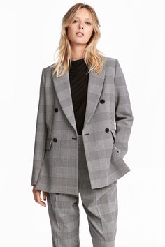Double-breasted jacket in a sturdy weave with notch lapels, welt front pockets with a flap, and long sleeves with decorative buttons at the cuffs. Double ve