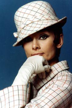 Audrey Hepburn http://www.stylebook.de/stars/Emma-Ferrer-Audrey-Hepburn-Enkelin-auf-Harpers-Bazaar-Cover-505158.html