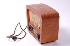 """DDR Museum - Museum: Objektdatenbank - Radio """"Oberhof""""    Copyright: DDR Museum, Berlin. Eine kommerzielle Nutzung des Bildes ist nicht erlaubt, but feel free to repin it!"""