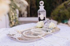 Κομψός πανέμορφος γάμος στην Αθήνα με λευκά λουλούδια   Μικέλα & Γιώργος - Love4Weddings Wedding Wreaths, Elegant Chic, Chic Wedding, Unique Weddings, Table Decorations, Rose, Home Decor, Room Decor, Roses