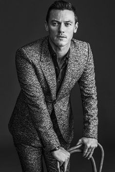 Promoting his latest movie Dracula Untold, actor Luke Evans appears in a new photo shoot for WWD. Donning fall styles from labels such as Valentino and Mulberry… Luke Evans, Dracula Untold, Business Portrait, Poses For Men, Valentino Shoes, Balenciaga Shoes, Chanel Shoes, Slip, Sexy Men