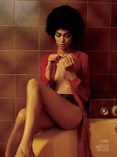 Joan Smalls evokes seventies' style complete with an afro and giant hoops for the latest issue of V Magazine. Photographed by Alasdair McLellan and styled by… Moda Afro, Curly Hair Styles, Natural Hair Styles, Do It Yourself Fashion, Pelo Natural, Jolie Lingerie, Joan Smalls, V Magazine, Natural Hair Inspiration
