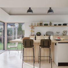 Simple and elegant  we love it! . Photo: Simon Maxwell . #homebuilding #kitchen #idea #island