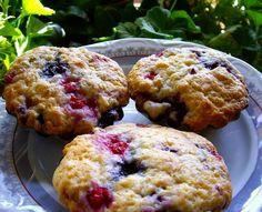 BRIOȘE CU FRUCTE DE PĂDURE Muffin, Cookies, Breakfast, Desserts, Food, Crack Crackers, Morning Coffee, Tailgate Desserts, Deserts