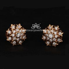 Mesmerizing collection of gold earrings from Kameswari Jewellers. Shop for designer gold earrings, traditional diamond earrings and bridal earrings collections online. Diamond Earrings Indian, Indian Jewelry Earrings, Buy Earrings, Jewelry Design Earrings, Gold Earrings Designs, Gold Jewellery Design, Jewellery Uk, India Jewelry, Bridal Jewellery