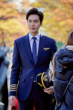 Lee Min Ho in pilot uniform Lee Min Ho Images, Lee Min Ho Photos, Lee Min Ho Kdrama, Lee Min Hyung, Jung So Min, Li Min Xo, Asian Actors, Korean Actors, Foto Lee Min Ho